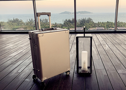 Aluminum trolley luggage leads the fashion trend